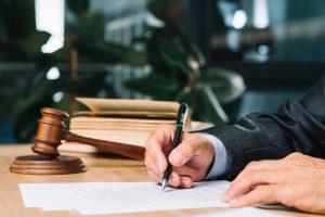 Informes y dictámenes jurídico-económicos y fiscales.